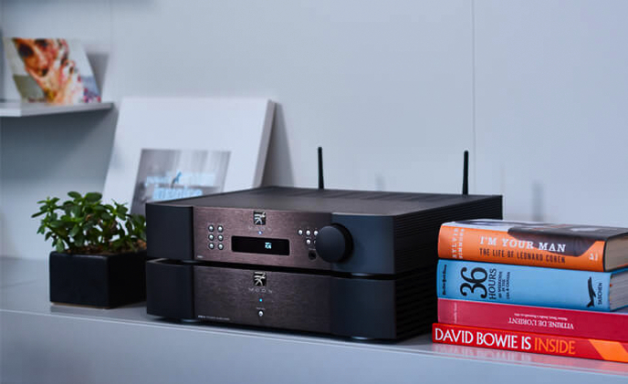 The new Simaaudio's Moon 390 – Classic outside, most modern inside.